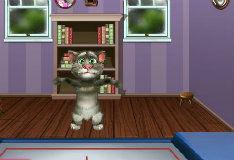Кот Том на батуте