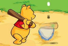 Игра Винни Пух играет в бейсбол