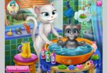 Анжела купает малыша