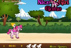 Девочка катается на лошади