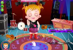 Малышка Хэйзел учит новую мелодию