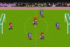 Игра Соник и Марио  играют в футбол