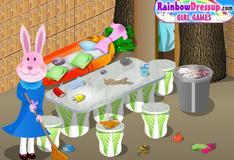 Мама крольчиха ищет мусор в комнате