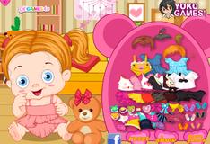 Игра Ребенок с плюшевым мишкой